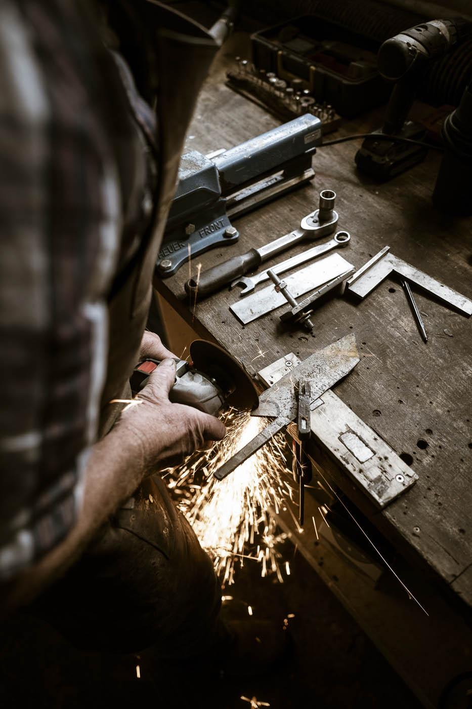 Der Zuschnitt des Materials für das Messer