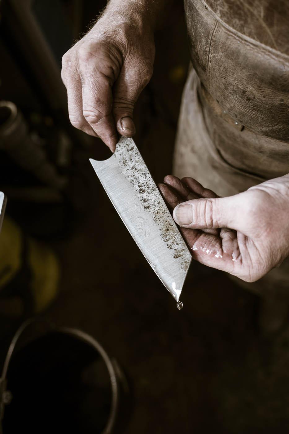 Das Überprüfen der Messerklinge nach dem Härten